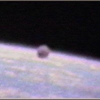 UFO April 1991 Orbitaround Earth NASA Space Shuttle Mission STS 371 200x200 UFOs on Camera   Gallery 3
