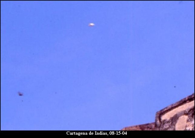 Silver Orb Sphere UFO - Grey Aliens REAL Photo Evidence - Vibrational Frequency Coordinate System Flying Saucer - Cartagena de Indias, 08/15/2004