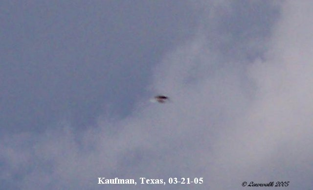 Silver Disc Shaped UFO Flying Saucer - Kaufman, Texas 03/21/2005