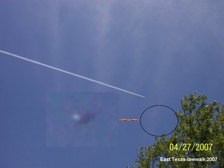 Silver Saucer Shaped UFO Orb - East Texas, 04/27/2007