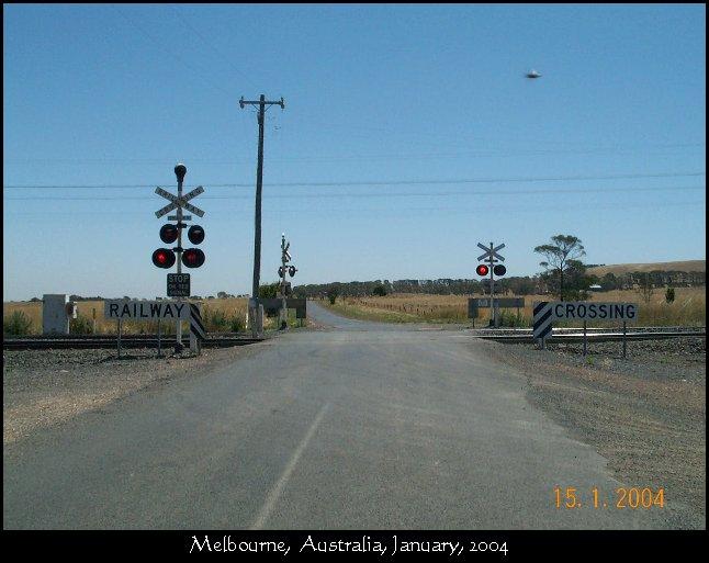 Silver UFO Aerodynamic Stealth - Melbourne, Australia, January 2004