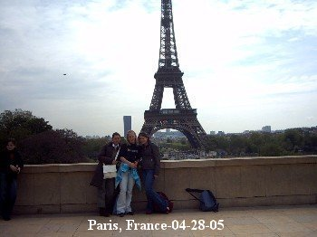 UFO spotted in vacation photo - Paris, France 04/28/2005