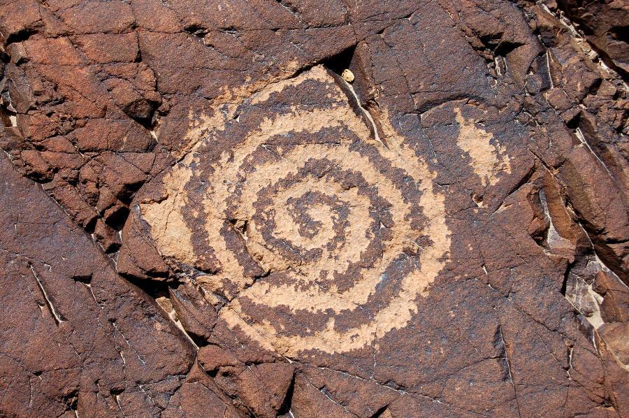 http://www.ufo-contact.com/wp-content/uploads/2011/07/Chuckwalla-Spring-spiral-petroglyph.jpeg