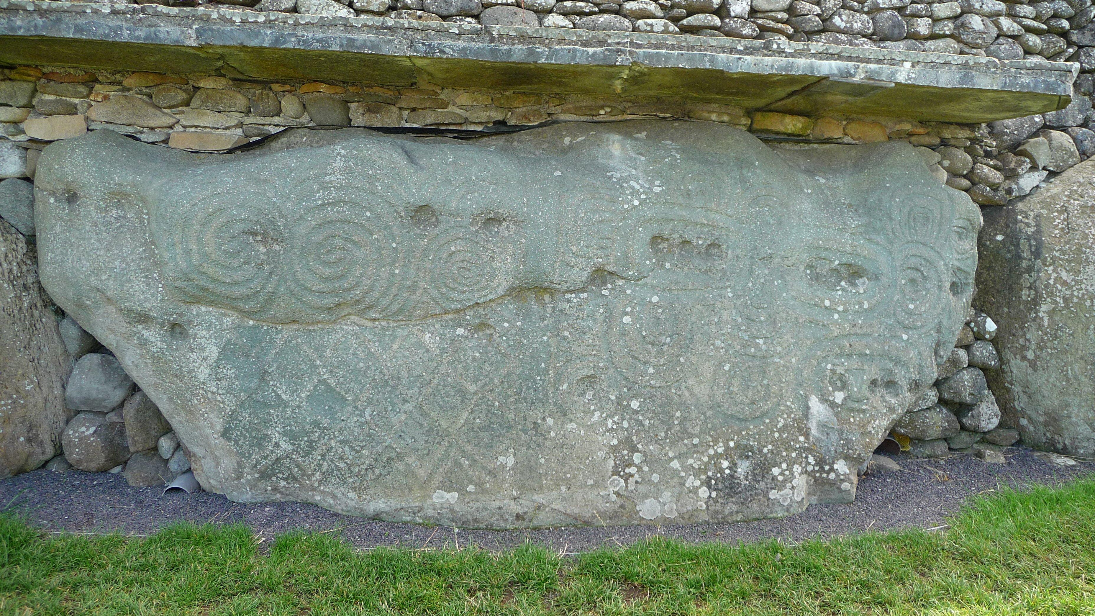 bastique Newgrange stone