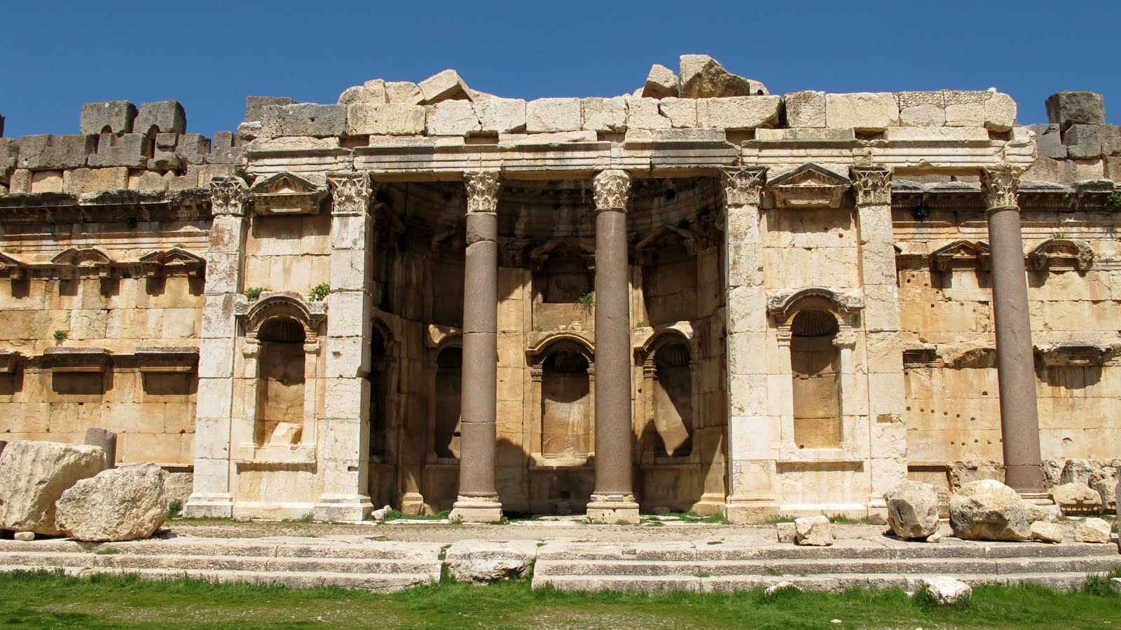 Baalbek Alcove of Great Courtyard
