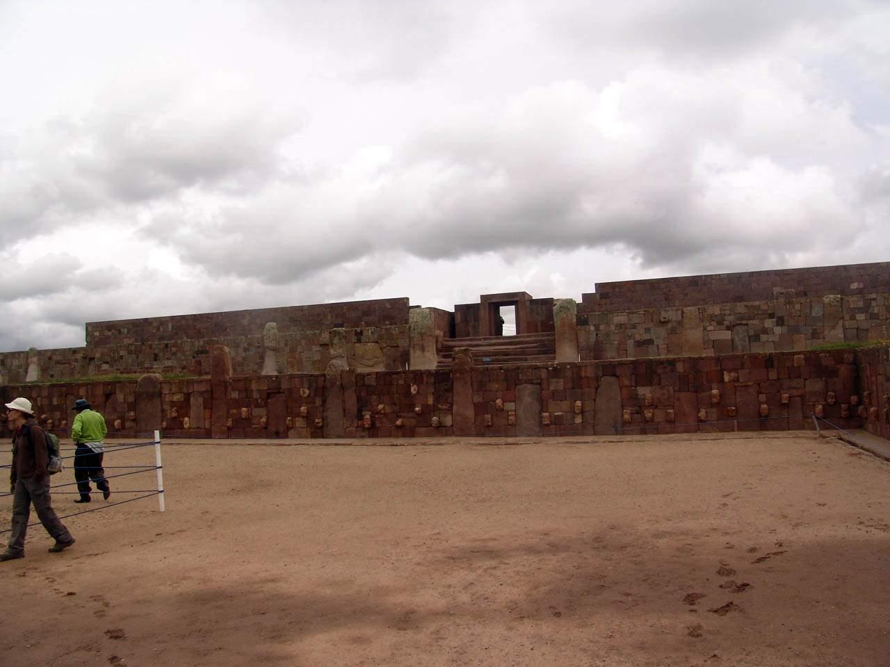 stone wall ancient machines pumapunku tiwanaku