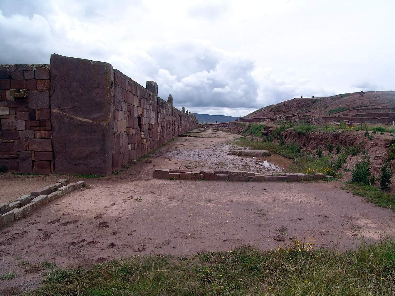 stone walls pumapunku