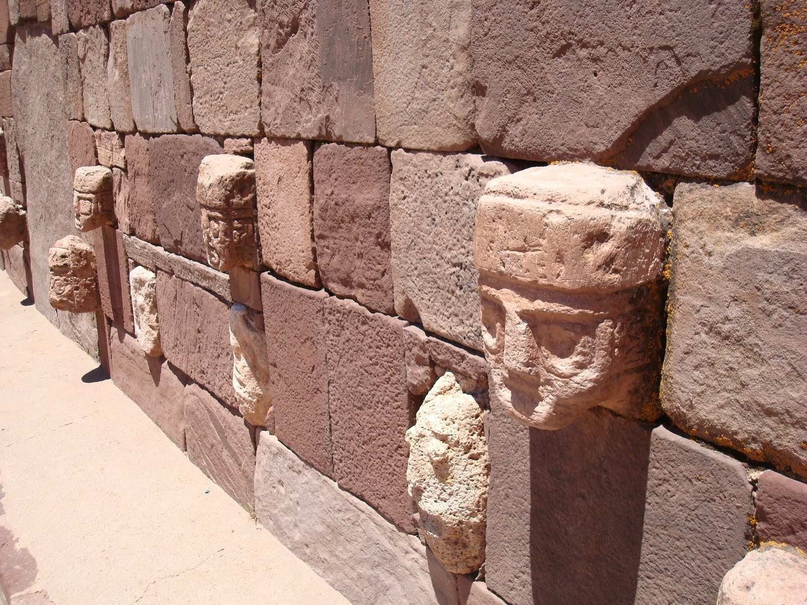 tiwanaku megalithic structures stone wall heads