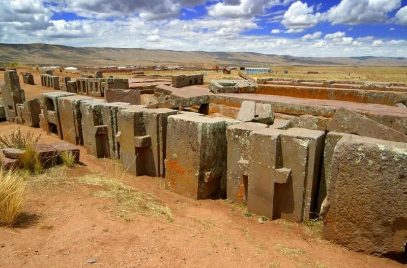 walled city of Pumapunku