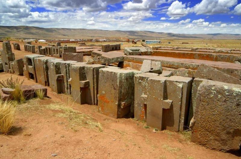 walled city of Pumapunku